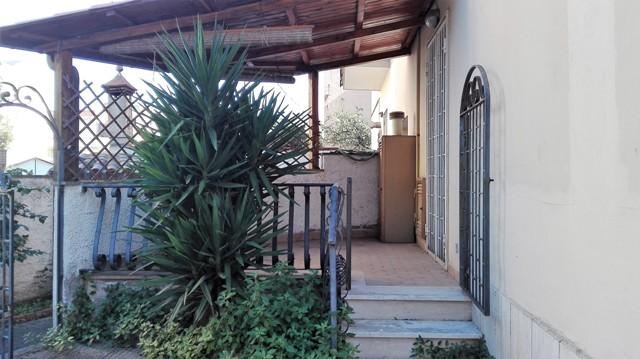Terracina immobile con giardino al piano rialzato con entrata autonoma – mq. 90: ingresso –
