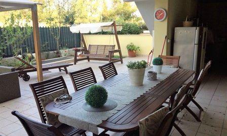 Sabaudia zona via Principe Biancamano – app.To con giardino e garage