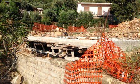 Terracina zona Campolungo proponiamo manufatto in costruzione su terreno di mq. 1.000