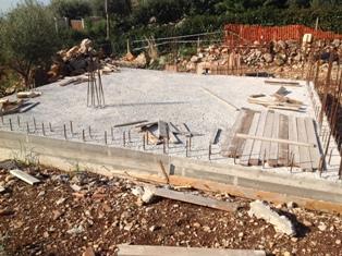 Terracina zona Campolungo proponiamo casa in costruzione con terreno di mq. 1.000