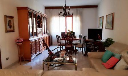 Terracina zona via Bachelet proponiamo appartamento al piano primo di circa mq. 100