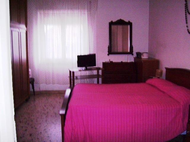 Terracina zona via Sicilia quartiere Arene proponiamo appartamento  Al piano primo di 5 posti letto