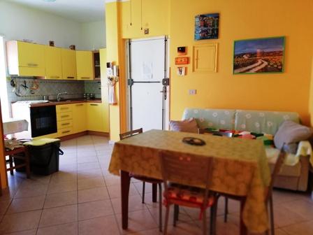Terracina centro proponiamo grazioso appartamento a mt. 300 mare zona via Conti app.to ristrutturato con 3 balconi AFFARE Euro 157.00 trattabili