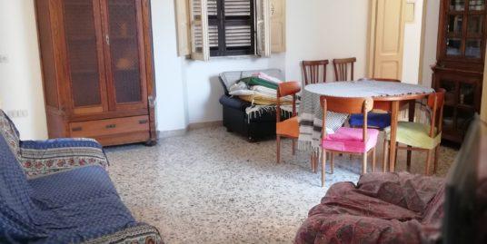 Terracina centralissimo appartamento con entrata autonoma di mq. 150 circa in palazzina storica c